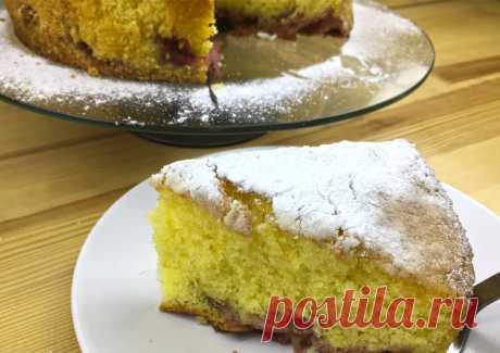 Лимонный пирог с клубникой Очень вкусный и по-летнему освежающий лимонный пирог с клубникой. Готовится просто, получается невероятно вкусным.
