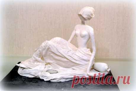 Девушка со свечой. Текстильная скульптура
