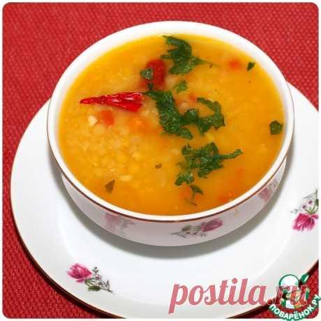 Суп с чечевицей по мотивам «Масурдал». Дал — это густой бобовый суп, очень сытное и питательное блюдо, он может быть приготовлен с чечевицей, машем, нутом, фасолью. Дал с красной чечевицей называется Масурдал (Masoor Dal), в традиционный рецепт входят индийские специи и немного овощей. Благодаря хорошо развариваемой красной чечевице, суп получается густым и довольно быстро готовится.