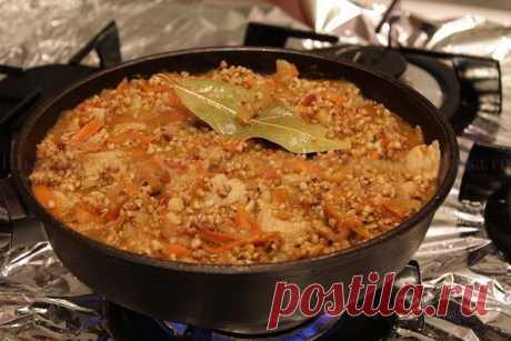 Рецепт такой гречки покорил целый мир!  Вот это я понимаю рецепт!  Ингредиенты (на 3 порции):  гречневая крупа — 150 гр . фарш мясной — 250-300 гр . лук репчатый — 1 шт. томатная паста — 2 ст. л. чеснок — 2 зубчика морковь — 1 шт ( небольш…