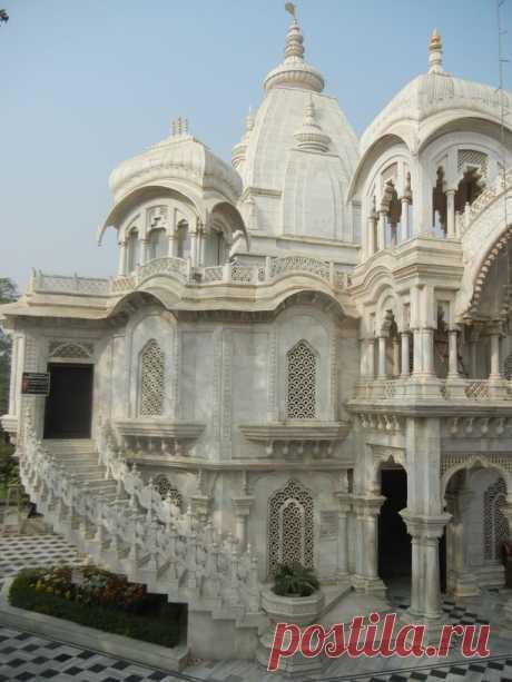 Храм Кришна-Баларам-Мандир.