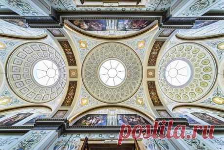 Потолки Эрмитажа. Автор фото – Андрей Белимов-Гущин: nat-geo.ru/photo/user/330434/