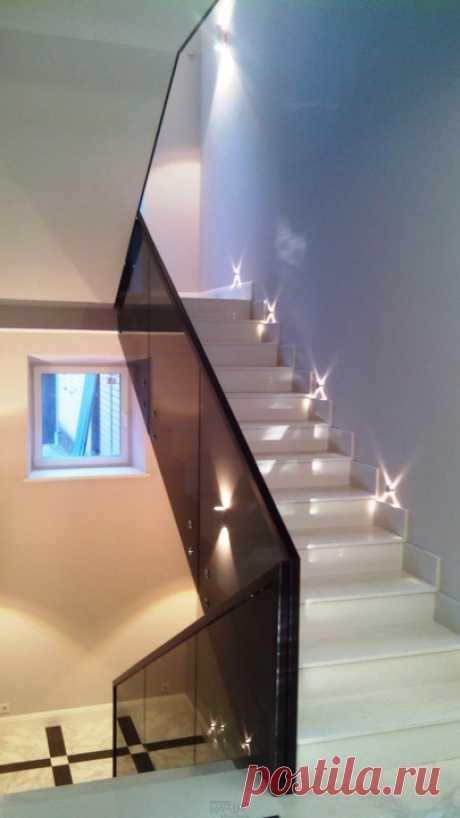 Изготовление лестниц, ограждений, перил Маршаг – Черные ограждения из закаленного стекла