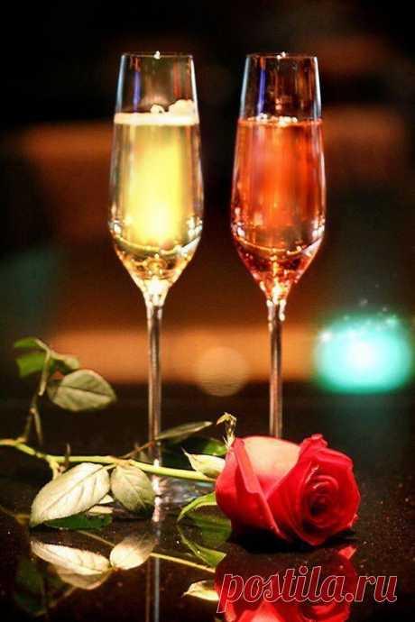 Жгите Свечи, пейте Вино, кушайте из красивой Посуды, не копите хлам.  Носите Нарядное Белье и никогда, никогда не ждите особого Случая.  Жизнь обрывается в одно Мгновение. Живите сейчас... ----------------------------------------------