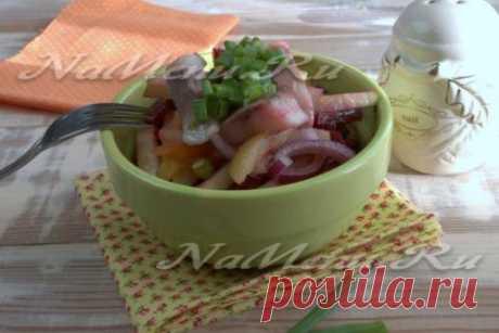 Немецкий селедочный салат со свеклой и яблоком, рецепт