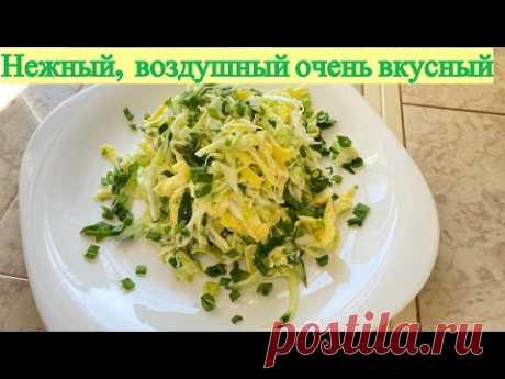 Просто, но вкусно! Салат с молодой капустой и с яичными блинчиками.