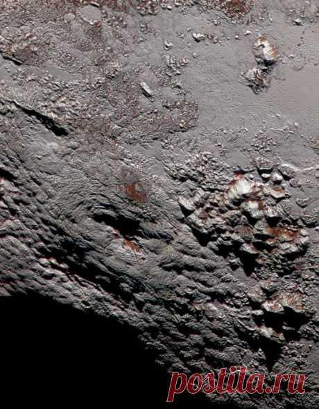 На Плутоне обнаружили гигантский ледяной вулкан