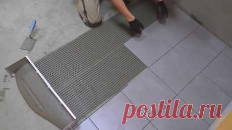 Скоростная укладка плитки без крестиков! 12 м2 за 30 минут с подрезкой! [cYiyWHLY_oA]