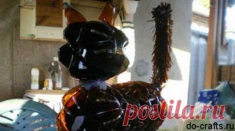 Кот из пластиковых бутылок  Давно мы ничего не материли из бутылок, я сейчас покажу мастер класс как делается кот из пластиковых бутылок своими руками. Поделка сложная, как пальма или цветы, но на выходе получается очень оригин…