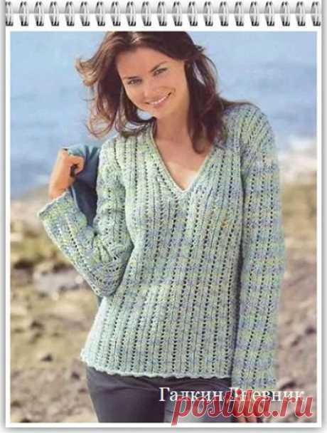 Женский пуловер спицами с простым узором