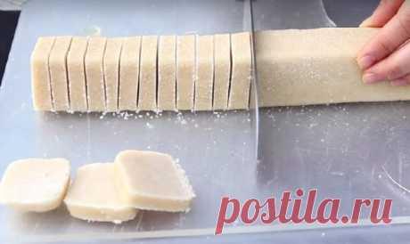 Невероятно нежное песочное печенье. Тебе понадобится лишь 3 ингредиента и 30 минут