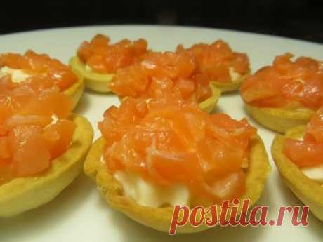 Festive recipe! Tartlets with red fish and cream cheese. New Year's recipe!