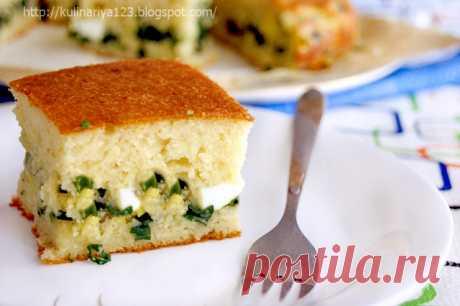 Быстрый (заливной) пирог с зелёным луком и яйцом