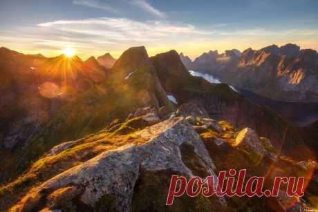Закат, Норвегия. Автор фото: Андрей Базанов. Доброй ночи и хороших выходных.