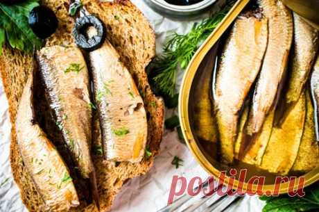 Бутерброды со шпротами: 5 новых рецептов для новогоднего стола