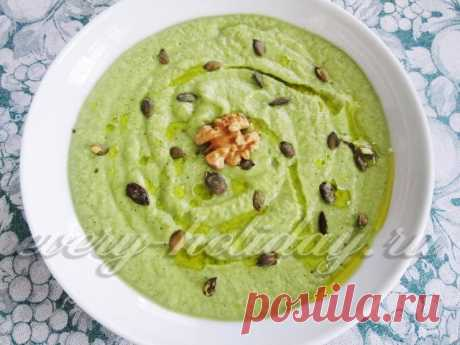 Крем-суп из сельдерея, цукини и авокадо