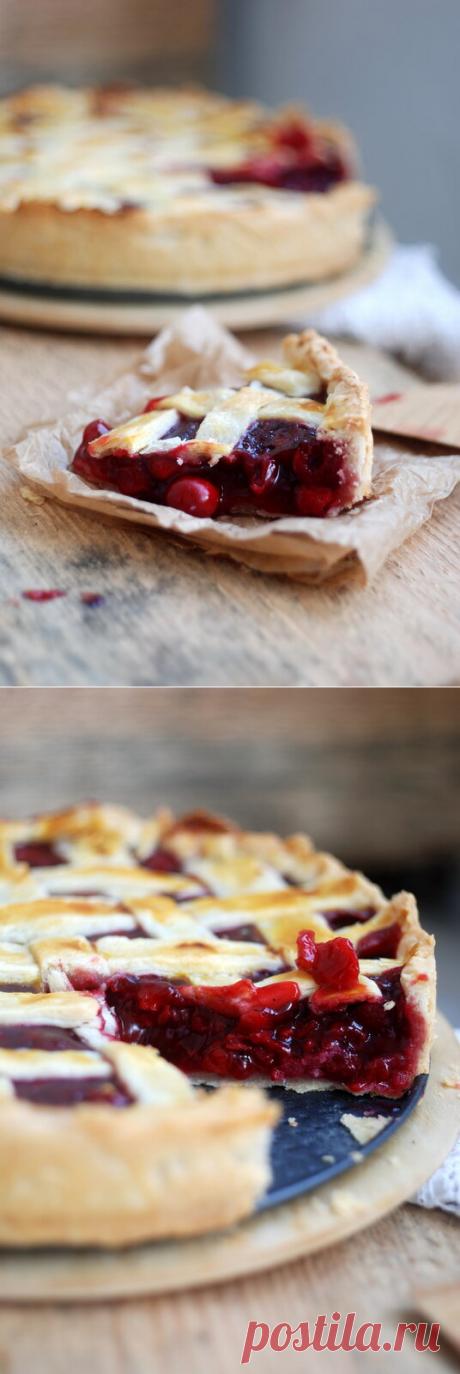 Вишневый пирог. Что может быть вкуснее вишнёвого пирога к чаю? Тем более, что этот пирог готовится очень просто, а на вкус просто не знает себе равных.