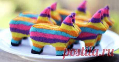 Когда нужно удивить: печенье с сюрпризом Pinata Cookies - Smak.ua Мексиканская традиция разбивать полую игрушку с конфетами и сюрпризами в День рождения прижилась и у нас. А в последнее время набирает популярность другая разновидность пиньяты - в виде печенья.