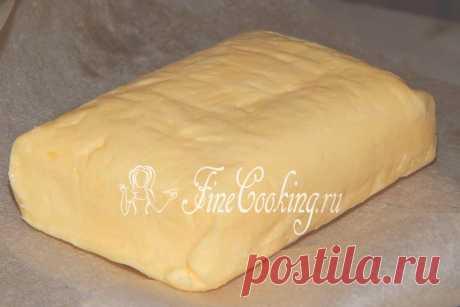 La mantequilla de casa de la nata nos hemos acostumbrado siempre a comprar la mantequilla en la tienda, pero si tenéis una nata de casa fresca grasa, preparen este producto de la casa.