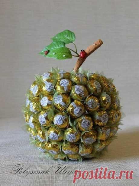 Ягоды, фрукты из конфет