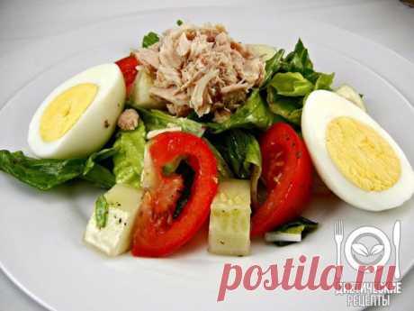 Tuna and egg salad for dinner\u000aon 100 grams - 77.74 kkalb\/zh\/u - 7.67\/4.09\/2.5\u000a\u000aIngredients:\u000aJar of a tuna in own juice (80 g)\u000a1 boiled egg\u000aLettuce leaves\u000aTomato\u000aCucumber\u000aFor gas station of 1 tsp of mustard + 1 tsp of olive oil \u000aSalt and pepper to taste\u000aFor the recipe thanks to group Dietary recipes\u000a\u000aPreparation:\u000aWe cut everything and we fill. Salad is ready! \u000a\u000aBon appetit!