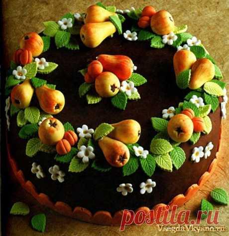 Шоколадный бисквитный торт с фруктами.