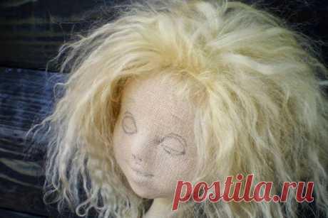 Мастер-класс ИриныХочиной Этот мастер-класс посвящен детальному созданию объемной головы для куклы из ткани. При этом игрушка получила название «К бабушке приехала…» из-за ее уютного образа, напоминающего об атмосфере…