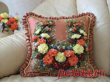 Вышивка лентами на подушках: идеи для творчества
