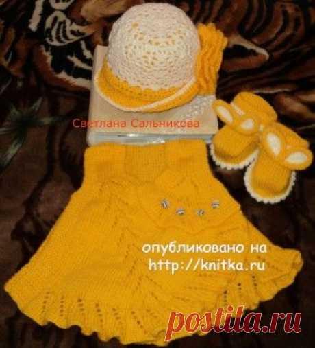 Платье, пинетки и шапочка