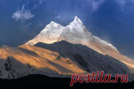 Nepal. Dawn to Manasla (8163 meters), the eighth eight-chiliarch of the world. The author of a photo is Tanya Sharapova
