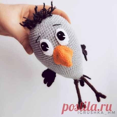 PDF Воронёнок крючком. FREE crochet pattern; Аmigurumi bird patterns. Амигуруми схемы и описания на русском. Вязаные игрушки и поделки своими руками #amimore - ворона, ворон, птица, птичка.