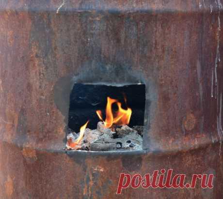 Сделать печь для сжигания мусора на дачесвоими руками Вывозить мусор с дачи не всегда удобно. Решить эту проблему можно, изготовив печь для сжигания мусора из старой бочки.