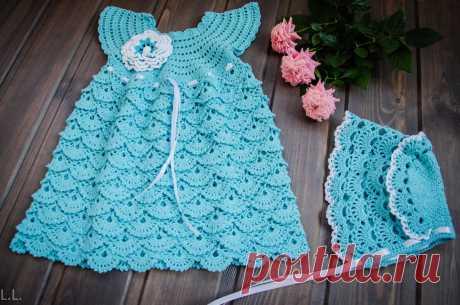 Вязаное платье для девочки выполнено крючком из 100% х/б пряжи, подойдет для выписки, крестин, праздника или для летней прогулки