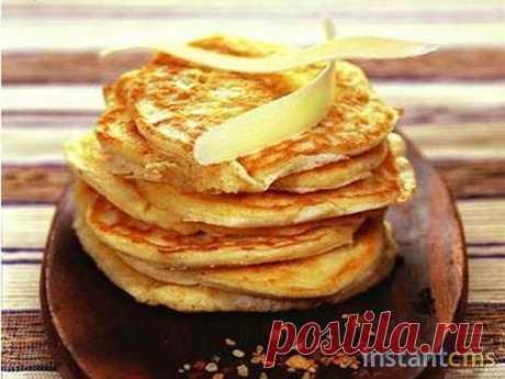 Сырные блинчики   Не сложный и интересный рецепт сырных блинов Такие блинчики получаются тонкими, мягкими, с приятным сырным вкусом и насыщенным ароматом.  На 0,5 литра молока нам понадобится: 2 куриных яйца, 0,5 ч.ложки соли, 8 ст.ложек муки, сахар по вкусу (у меня 1,5 ст.ложки), 4 ст.ложки растительного масла (у меня подсолнечное), 100 гр.твердого тертого сыра, сухи дрожжи чуть больше столовой ложки.