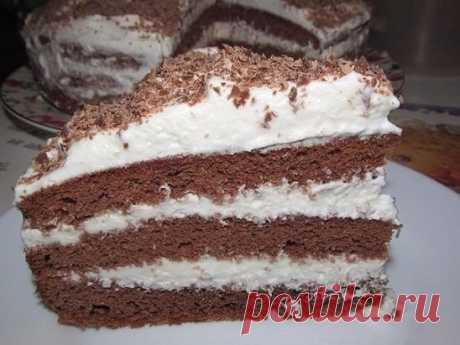 Пятиминутный шоколадный торт Ингредиенты: Для теста: ● Кефир или простокваша -300 г ● Сахар – 1 стакан ● Яйца – 2 шт. ● Растительное масло – 2 ст. л. ● Какао – 2-3 ст. л. ● Сода – 1 ч.л. ● Мука – 2 стакана Для крема: 1- вариант – сметанный крем ● Сметана – 400 г ● Сахар – 1 стакан ● Масло сливочное -200 г 2- вариант – заварной крем ● Яйца – 2 шт. ● Сахар – 300 г ● Мука-2 ст. л (с горкой) ● Молоко – 400 г ● Ванильный сахар – 1 пакетик ● Масло сливочное -200 г ● Для обсыпки –печенье, или шоколад,