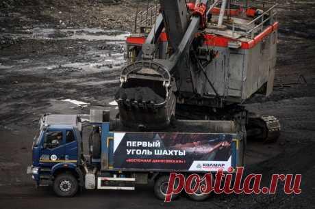 2021 май. В Якутии открыли шахту «Восточная Денисовская» с запасами угля на 37 лет. Мощность шахты составляет 4 млн тонн угля в год. В проект вложено 13,5 млрд рублей. Ещё до пяти миллиардов инвестиций добавится при дальнейшей разработке месторождения. На шахте работают 700 человек, позже их число увеличится до 1200