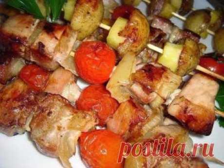 Сочный куриный шашлык с картошкой, приготовленный в духовке Картошка пропитывается мясным соком, просто великолепное блюдо!