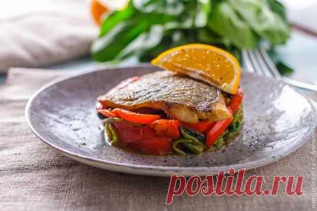 Жареное филе дорады со сладкими перцами - Кулинарные заметки Алексея Онегина