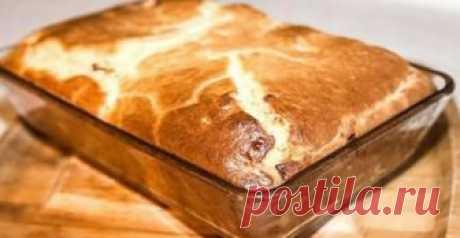 Рецепт приготовления наливного пирога с мясом на кефире я увидела на страницах кулинарного журнала «Коллекция рецептов». Я попробовала приготовить его, и результат получился великолепным. Нежный кусоч