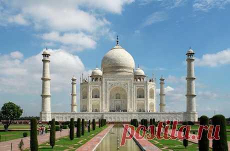 Тадж Махал: 10 интересных фактов о легендарном мавзолее, которых вы не знали Тадж Махал: 10 интересных фактов о легендарном мавзолее, которых вы не зналиМногие знают, что легендарный мавзолей Тадж Махал, который находится в индийском городе Агра, был построен падишахом Шах-Джа...