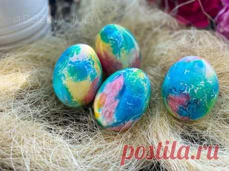 """Как сделать """"мраморные"""" яйца на Пасху (нужны бумажные салфетки и самые обычные красители)   Сладкий Персик 🍑   Яндекс Дзен"""