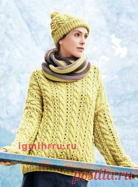 Теплый яркий комплект: объемный пуловер, шарф-петля и шапка. Вязание спицами со схемами и описанием