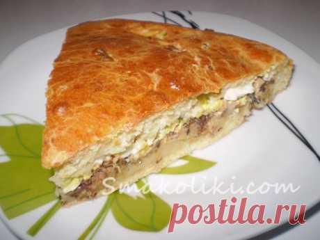 El pastel de aspic sobre el kéfir con el huevo y el pez en conserva. La receta poshagovyy de la foto en Smakoliki.com