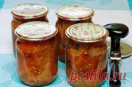 Салат «Тройка» из баклажанов  Ингредиенты:  Баклажаны 3 шт.  Перец сладкий 3 шт. Лук репчатый 3 шт. Помидоры 3 шт. Уксус столовый 1 ст. л. Сахар1 ст. л. Соль1 ч. л. Масло подсолнечное рафинированное70 мл  Рецепт приготовления:  Для приготовления икры-салата возьмём средние баклажаны, хорошо спелые помидоры, разноцветные перцы, лук, растительное масло, уксус (7-9%) и специи.  Баклажаны хорошо помыть и порезать кружочками толщиной до 1 см.  Перцы хорошо помыть, удалить семе...
