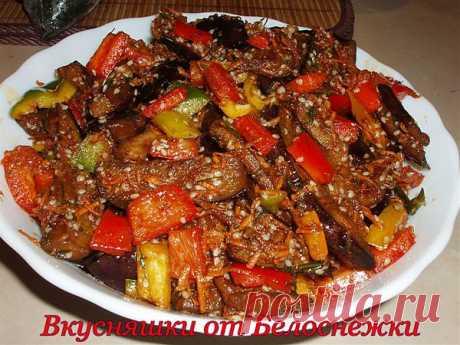 Баклажаны с овощами, медом, кунжутом и соевым соусом.