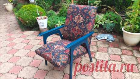 Женщина стильно отреставрировала старое советское кресло.