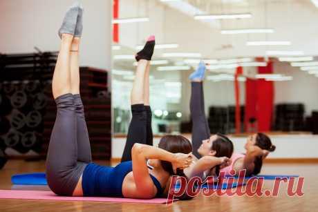 Три упражнения, которые можно выполнить лёжа | СтопЖир | Яндекс Дзен