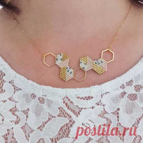 À mon cou ce matin un collier très scandinave et aux couleurs pastels j en ai fait un collier cette fois! 😘 #jenfiledesperlesetjassume #miyuki #brickstitch #collier #scandinave #pastel #perlesaddict #perlesandco #lili_azalee #motifliliazalee #alittlemarket #hexagone #diy #bijoux #jewelrygram #instapicture #create #creavenue #tissagedeperles #miyukiaddict #passiondiy #tissage @perlesandco