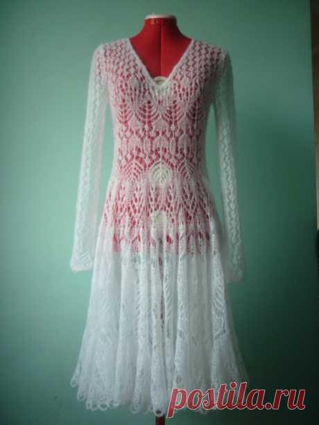 White dress from a mohair scheme spokes. An openwork dress from a mohair spokes | Knitting for all family