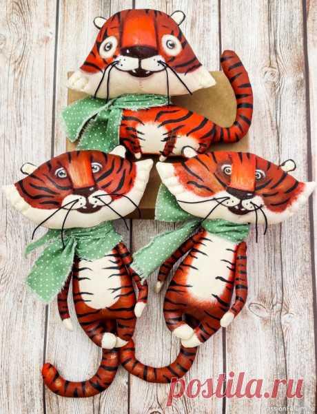 Елочные игрушки Тигры - символ 2022 года